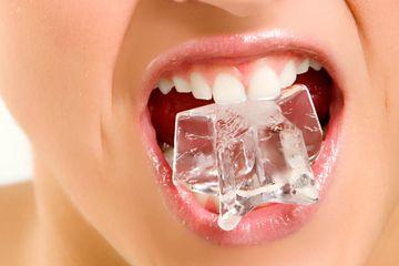 Dampak Buruk Mengunyah Es Batu Bagi Kesehatan Yang Wajib Kamu Tahu