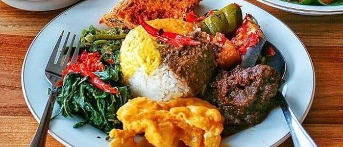 3 Tips Diet agar Bisa Makan Nasi Padang